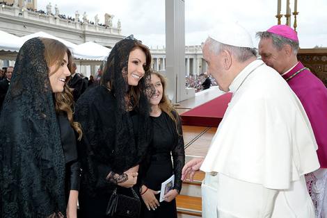 Angélica Rivera en la canonización de Juan Pablo II