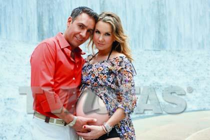 Michelle Vieth embarazada con su esposo