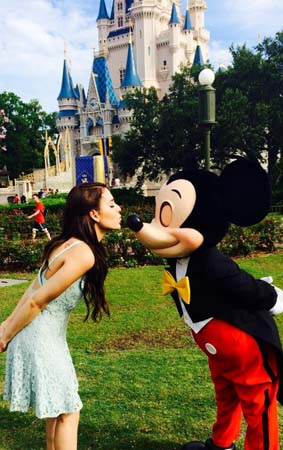 Danna Paola en Disney Wolrd