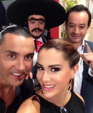 Ninel Conde con Latin Lover y Los Mascabrothers