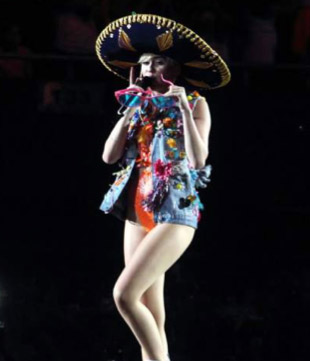 Miley Cyrus con sombrero de charro