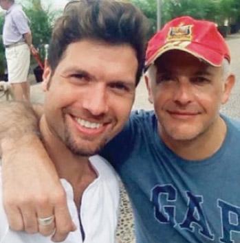Mauricio Martinez y su esposo