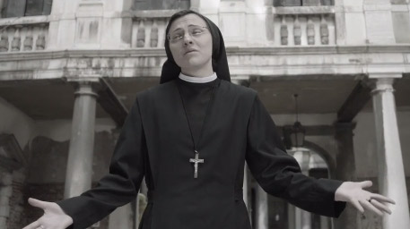Sor Cristina en video Like a virgin