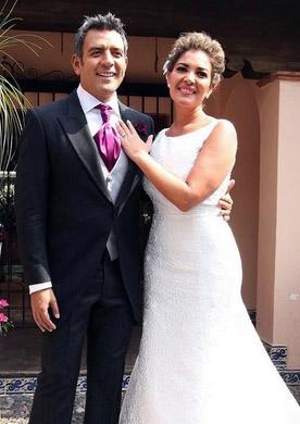 Héctor Sandarti y esposa