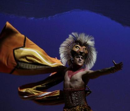Carlos Rivera como Simba en el Rey León