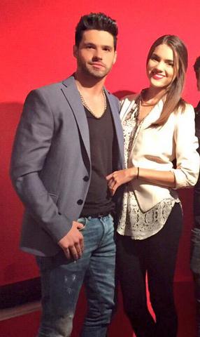 Eleazar Gómez y su novia