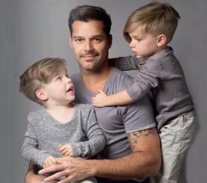 Ricky Martín con sus hijos