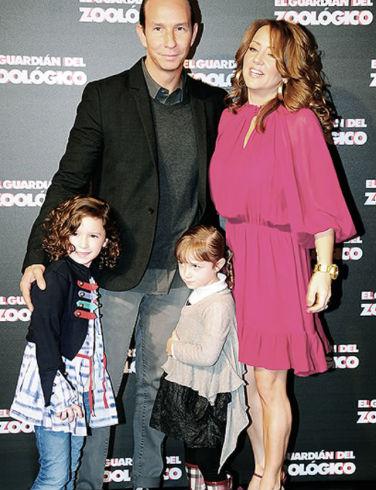 Andrea Legarreta y familia