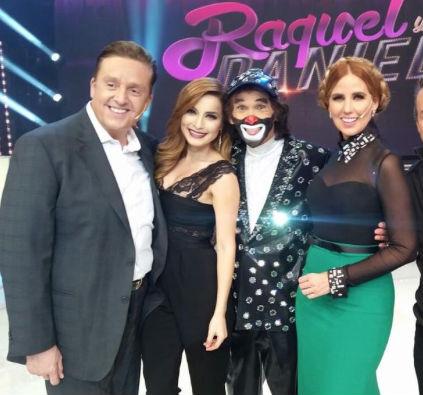 Raquel y Daniel con Cepillín