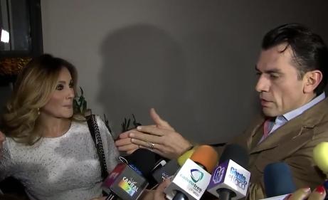 Jorge Salinas molesto con reportero por tocar a Elizabeth Álvarez