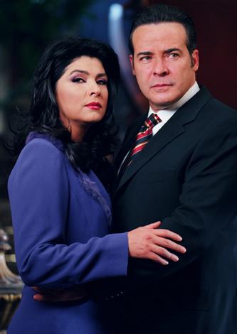Cesar Evora y Victoria Ruffo