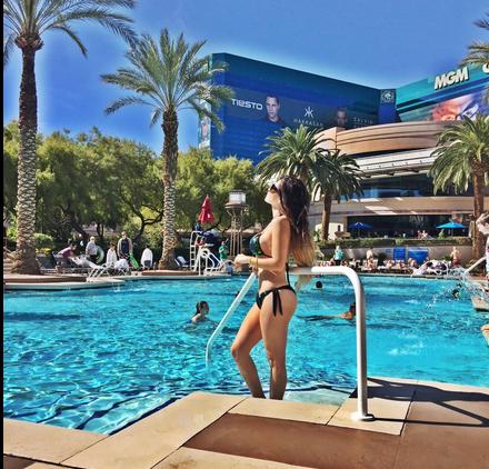 Gomita de Sabadazo en bikini