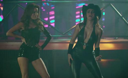 Mariana Seoane y  Cynthia Rodriguez en Video Me equivoqué
