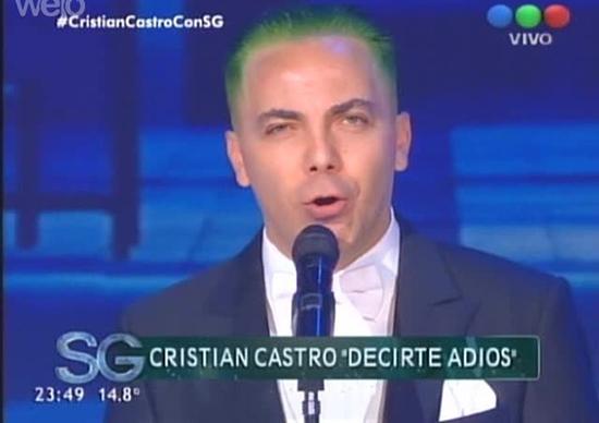 Cristian Castro con cabello verde