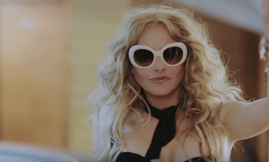 Paulina Rubio en video Me quema