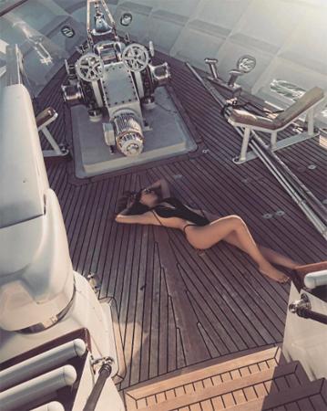 Belinda presume espectacular figura en bikini