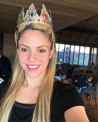 Shakira con corona