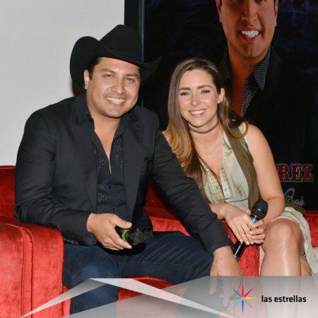 Julión Álvarez y Ariadne Díaz en La doble vida de Estela Carrillo