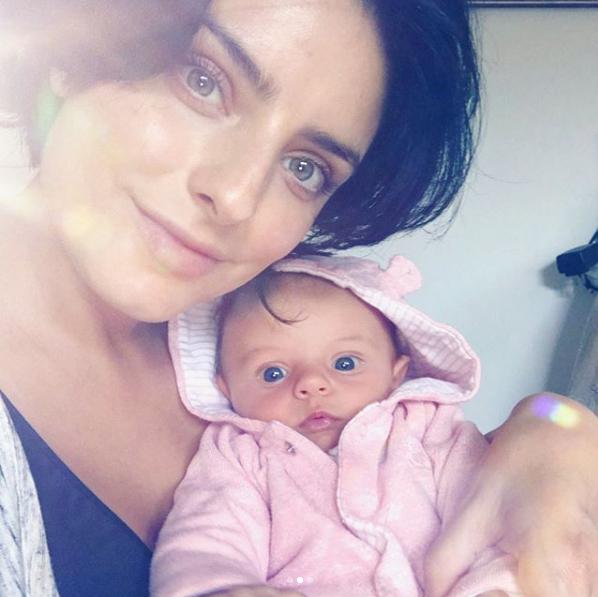 Aislinn Derbez con su bebé